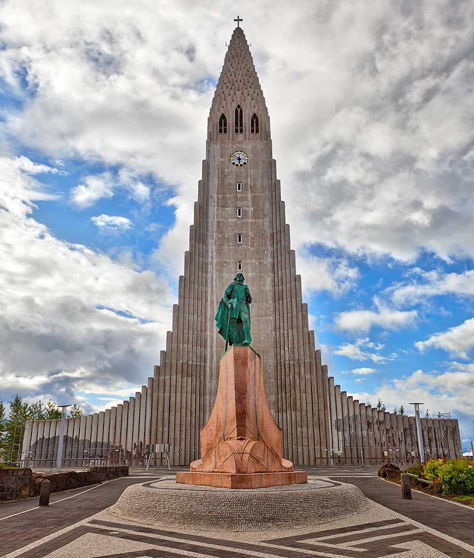 Statue of Leifur Eiriksson in front of Hallgrimskirkja Lutheran Church in Reykjavik, Iceland.