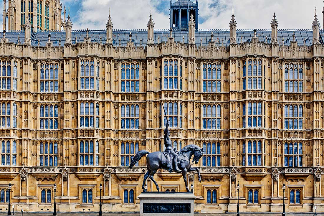 Statue of a Richard I of England riding a horse at the houses of parliament